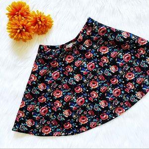 👑HP 10/11👑 forever 21 black floral skater skirt